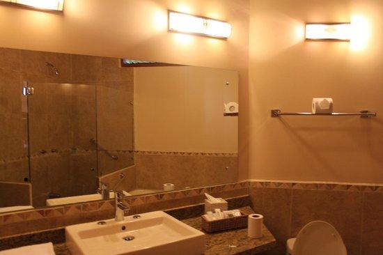 El Establo: bathroom view
