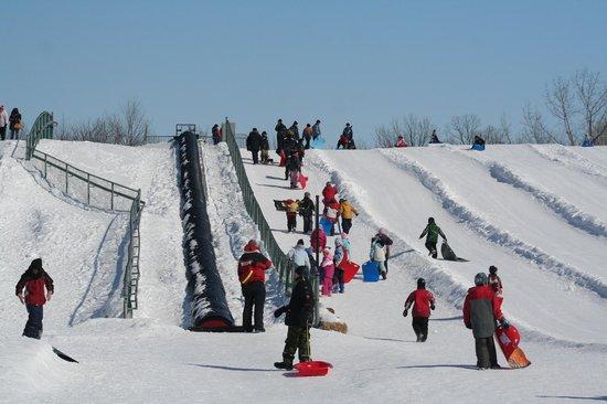 Parc Michel-Chartrand : Les glisades en hiver