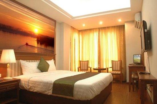 Golden Legend Hotel: hotel room