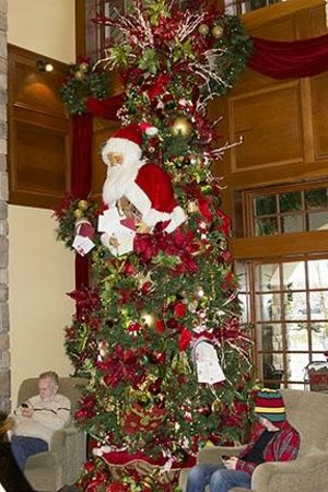 The Inn at Christmas Place: Santa Tree