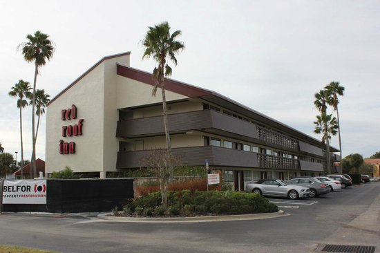 Red Roof Inn Kissimmee - Lake Buena Vista South : Hotel facade and parking lot