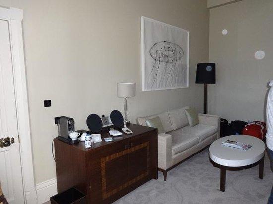 St. Pancras Renaissance Hotel London: One Bedroom Suite living area - Bell Suite