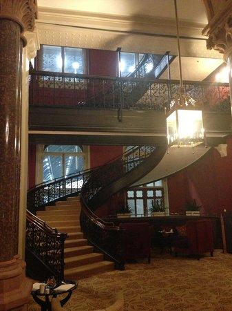 St. Pancras Renaissance Hotel London: Chambers Club staircase