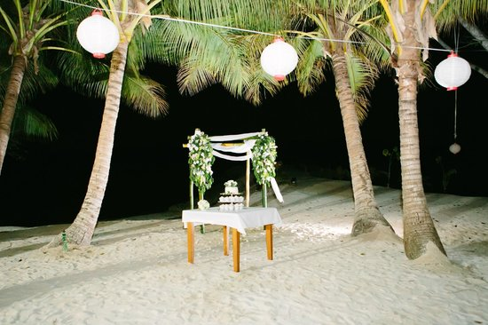 Aquana Beach Resort: the wedding evening