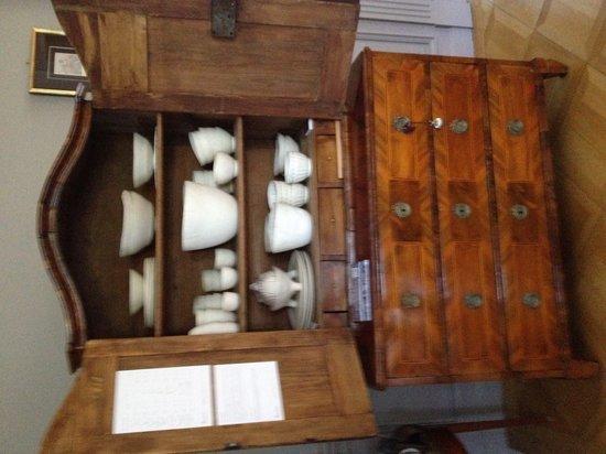 Peonia at Home: Les expositions ponctuelles ici Barbara Le Bœuf céramiste vaisselle en porcelaine installation d