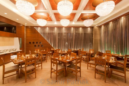 Hotel Cosmopolitan: All Day Dining Restaurant