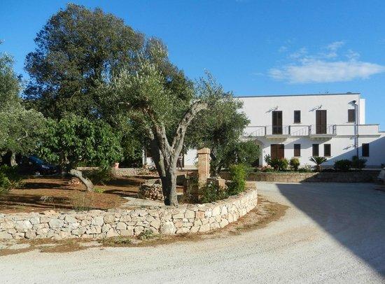 Tenuta Ferraro-Agriturismo: Large Property for strolls & Modern Clean