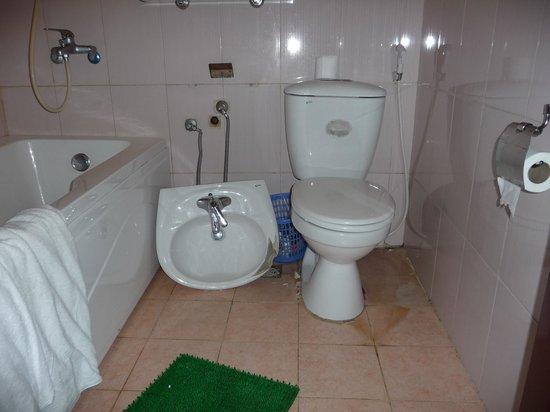 Sao Mai Hotel: salle de bain dangereuse