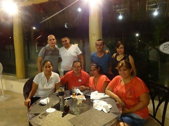 Bel Air Collection Resort & Spa Vallarta: Con nuestros amigos del restaurante de sushi, quedamos enamorados con su servicio