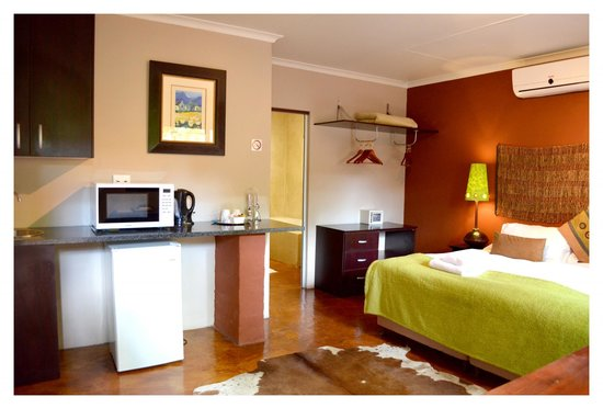 African Moon Corporate House: Executive Room