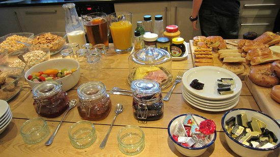 Kennington B & B: Continental breakfast
