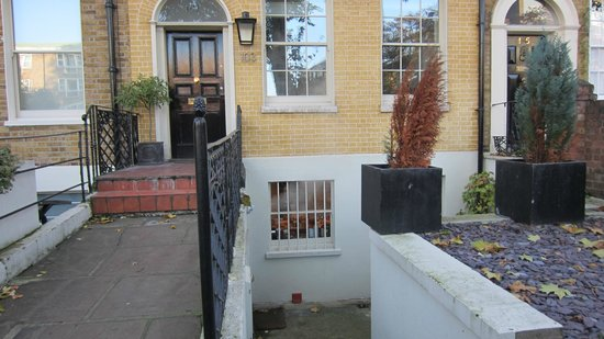 Kennington B & B: Entrance