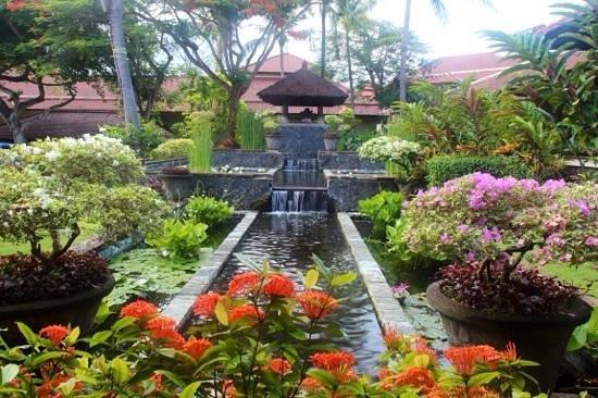 INTERCONTINENTAL Bali Resort: Beautiful gardens