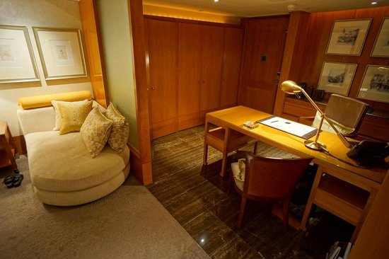 Mandarin Oriental, Hong Kong : Desk & Lounge