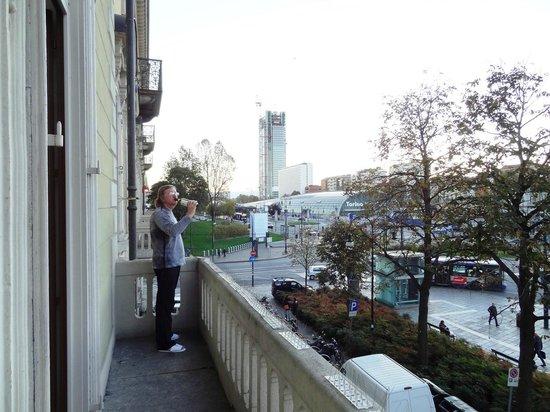 Hotel Dock Milano: Балкон и вид на Порта Суза