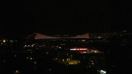 The Ritz-Carlton, Istanbul : 窓が大きいので、部屋からも夜景も最高です