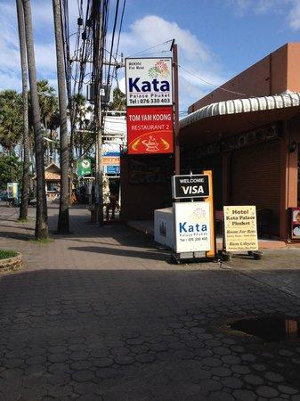 Kata Silver Sand Hotel: Ресторан Том Ям Кун