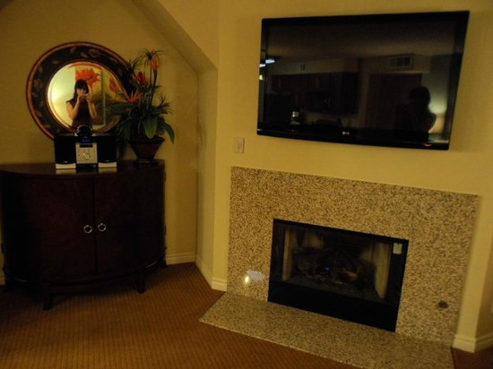 Holiday Inn Club Vacations at Desert Club Resort : Nice fire place