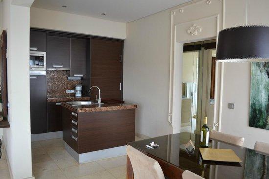 Alondra Villas & Suites: kitchen