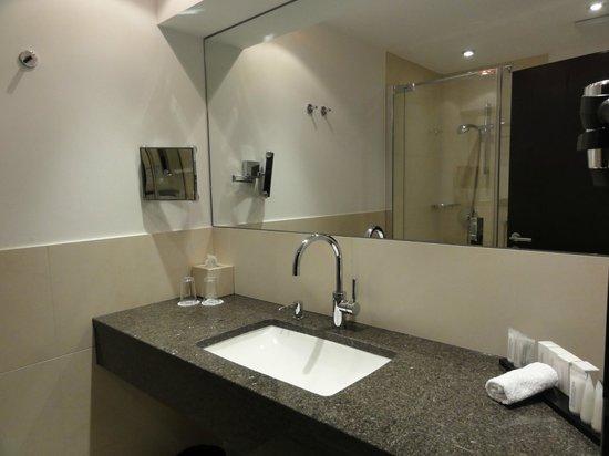 Salle de bain - Bild von Hotel Favor, Düsseldorf - TripAdvisor