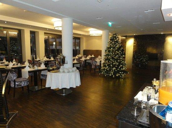 Hotel Favor : Salle à manger