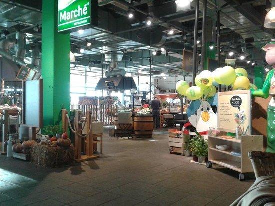 ibis Vienna Airport: Hotel reception is part of Marche food market