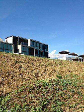 Zensala Riverpark Resort: 庭(?)からホテルを眺める
