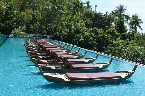 Santhiya Koh Phangan Resort & Spa: Pool in building rooms