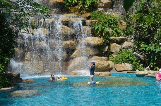 Santhiya Koh Phangan Resort & Spa: Big pool down near the beach