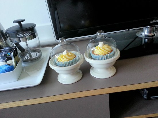 Grasshoppers Hotel Glasgow: Cupcakes!