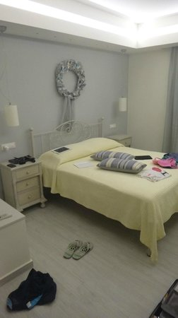 Erietta Luxury Apartments: Bedroom - great bed!