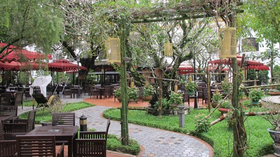 Hotel Saigon Morin: patio petit déjeuner