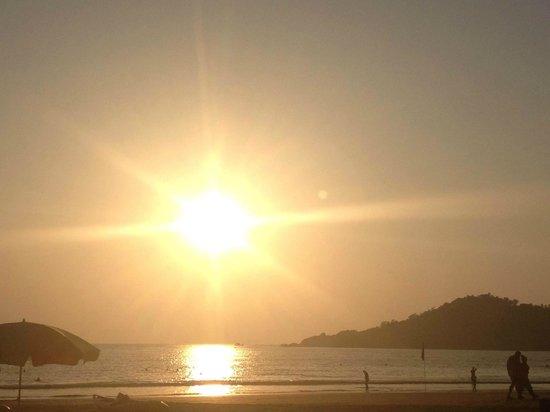 Cuba Beach Cafe: закат на пляже
