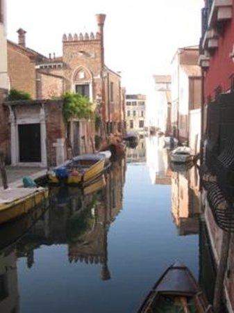 Casa Rezzonico: Canal view