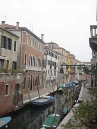 Casa Rezzonico : Looking out my window over Canal S Barnaba
