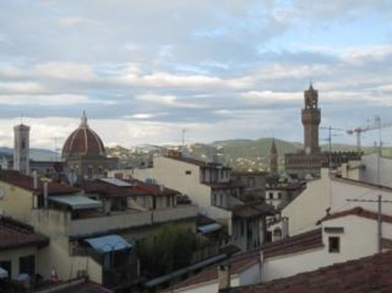 Hotel Restaurant  La Scaletta: View of Duomo and Palazzo Vecchio from roof gardenfrom