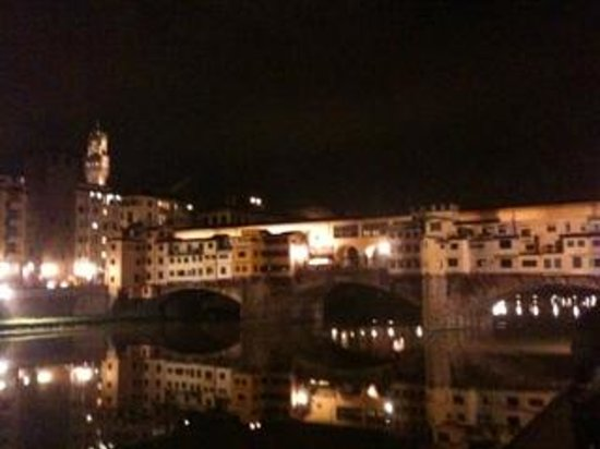 Hotel Restaurant  La Scaletta: View of Pontevecchio only 100 meters away