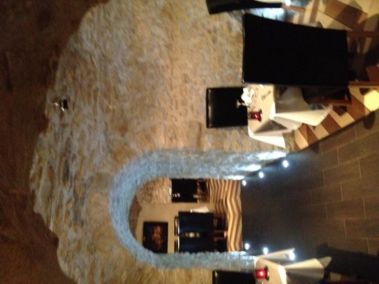 Le Caveau des Lys: Vista del restaurante