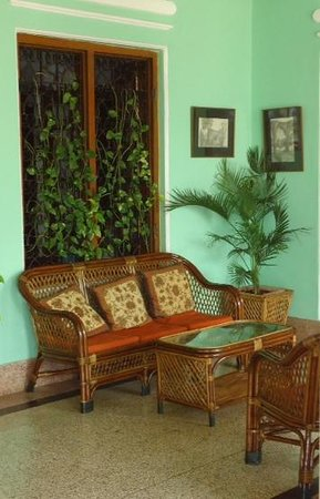 Green Hotel: lobby