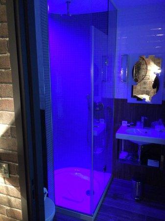 Hotel Vice Versa : Salle de douche AVARICE