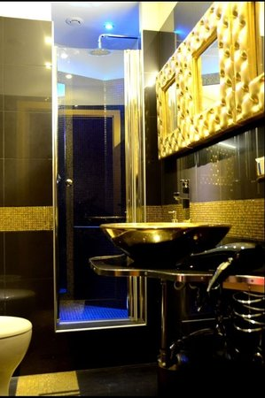 Luxury Nomentano : bathroom