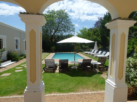River Manor Boutique Hotel & Spa: Pool from house