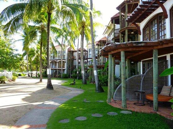 Rendezvous Resort: Beachside rooms