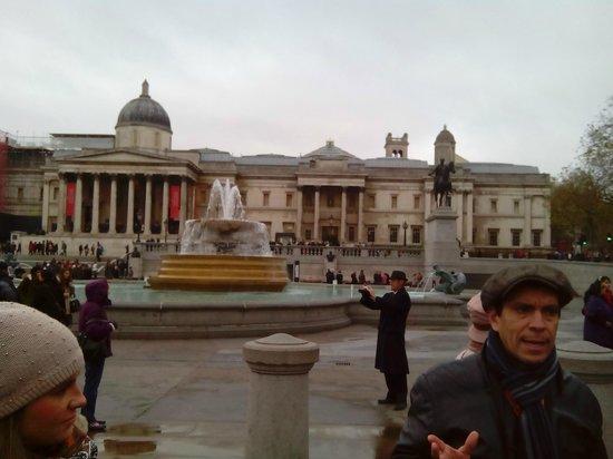 SANDEMANs NEW London Tours: KIke en Trafalgar Sq.