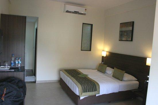 Mallige Residency: bedroom