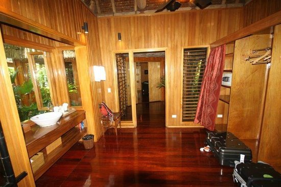 Namale the Fiji Islands Resort & Spa: walk in robe