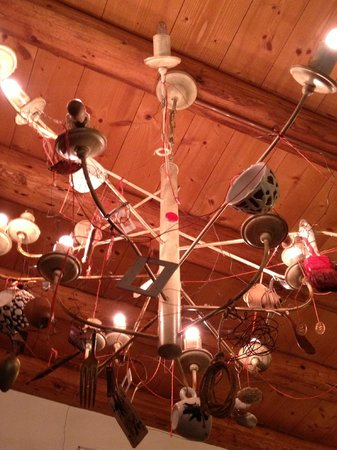 Bar Alpino: Particolare del lampadario