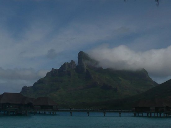 Four Seasons Resort Bora Bora: Gorgeous Mountain that all resorts sorround
