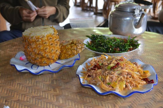 Banna View Tour Operator : local food..pineapple rice