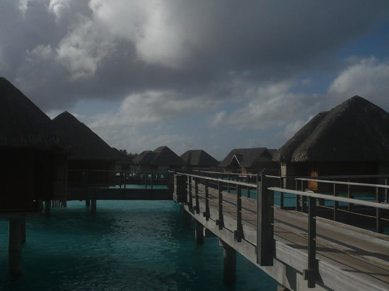 Four Seasons Resort Bora Bora: Board Walk to the Bungalows